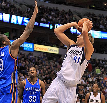 Dirk Nowitzki scores 26 points and grabs six boards to get the struggling Mavs back on the winning track. (US Presswire)