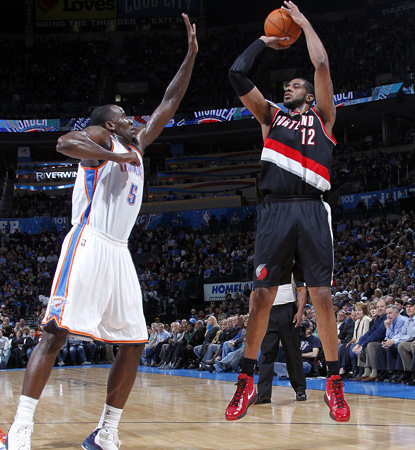 LaMarcus Aldridge scores 30 points and adds eight boards to lead the Blazers at OKC. (Getty Images)