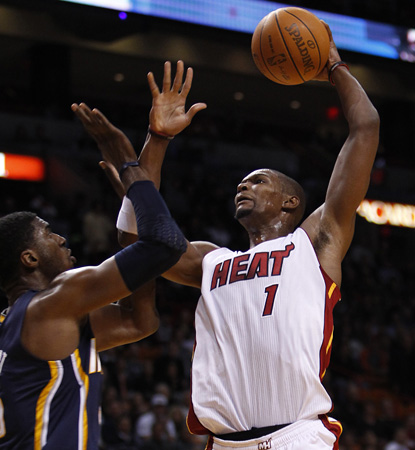 Chris Bosh keeps up his solid play this season, helping out LeBron and the Heat with 22 points.  (AP)