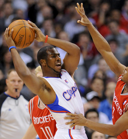 Chris 'CP3' Paul scores 20 points, adds 10 assists, and extends his steals streak to 14. (AP)