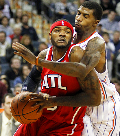Josh Smith muscles the Hawks to victory in Charlotte with 23 points and 13 rebounds. (AP)