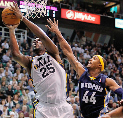 Al Jefferson leads the Jazz in scoring with 20 points and also finishes with a team-high nine rebounds in the win. (AP)
