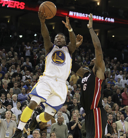 The Warriors' Nate Robinson is huge in the upset, scoring 15 of his 24 points in the fourth quarter. (AP)