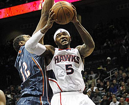 Josh Smith raises his game with star center Al Horford out, leading the way with 30 points and 13 boards in the victory. (AP)