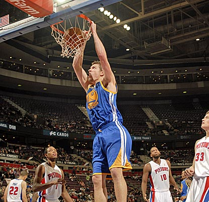 The Warriors' David Lee scores 24 points to help compensate for the continued absence of Stephen Curry. (Getty Images)