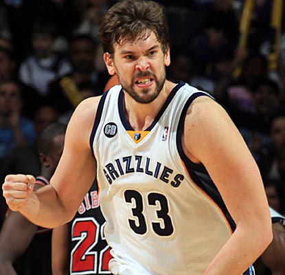 Marc Gasol fights through the Bulls' solid front-court defense to score 19 points and grab 10 rebounds. (Getty Images)