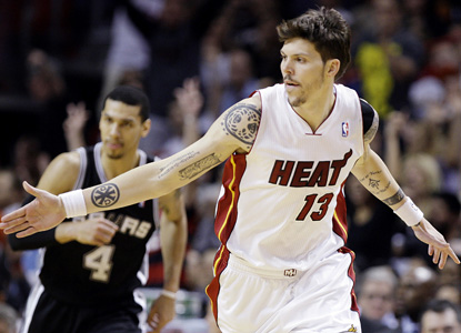 Mike Miller makes his season debut and goes off from downtown, going 6 for 6 from beyond the arc. (AP)