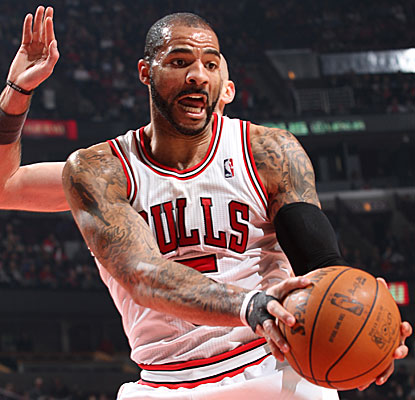 Picking up the slack for the injured Derrick Rose, Carlos Boozer scores a season-high 31 points in the Bulls' victory. (Getty Images)