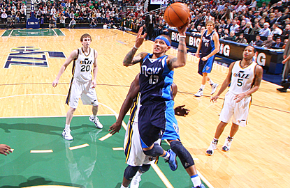 Delonte West and the Mavericks show no issues scoring, hitting 52 percent of their shots. (Getty Images)