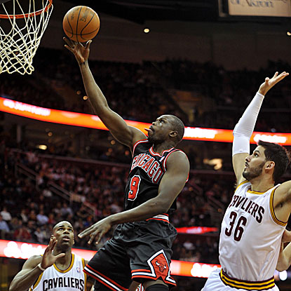 Luol Deng scores a game-high 21 points and grabs seven rebounds in the Bulls' easy win. (US Presswire)
