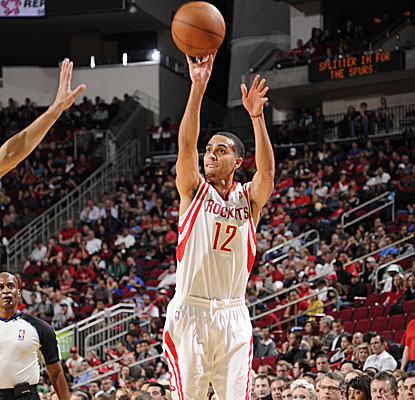 Kevin Martin scores 25 points to lead the Rockets over the Spurs for their sixth straight victory.  (AP)