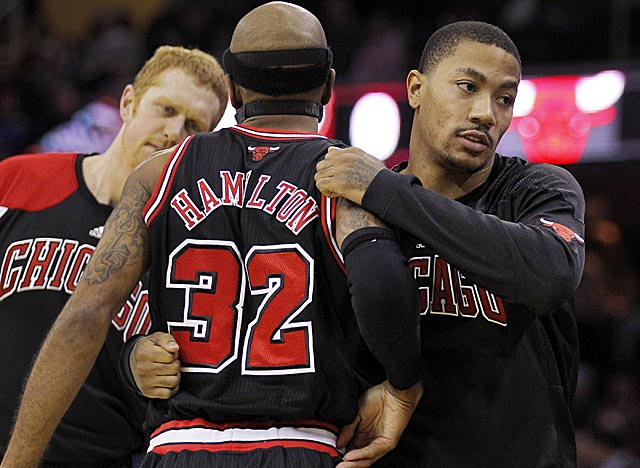 Rose is back in the lineup for the Bulls, but says his turf toe may linger all season. (AP)