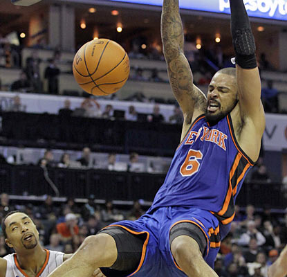 Tyson Chandler makes his presence felt as he drops 20 points along with 17 rebounds to help the Knicks end a six-game skid. (AP)
