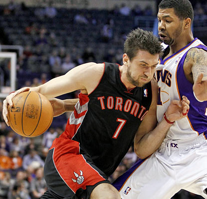Back in action, Andrea Bargnani pushes ahead for 36 points to help the Raptors end an eight-game losing skid. (AP)