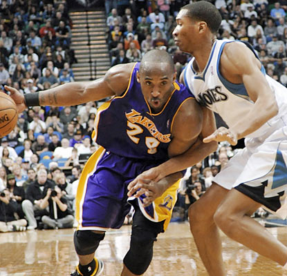 Kobe Bryant (35 points, 14 rebounds) and the Lakers get back on track to avoid their first five-game road skid since 2007. (AP)