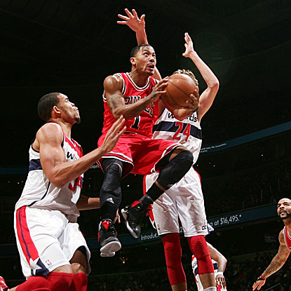 Derrick Rose records game-highs in both points (35) and assists (8) for the Bulls.  (Getty Images)
