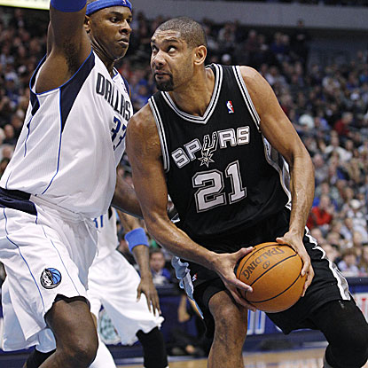 Tim Duncan contributes a steady 14 points, six rebounds, and four assists in the Spurs' win against the Grizzlies.   (AP)