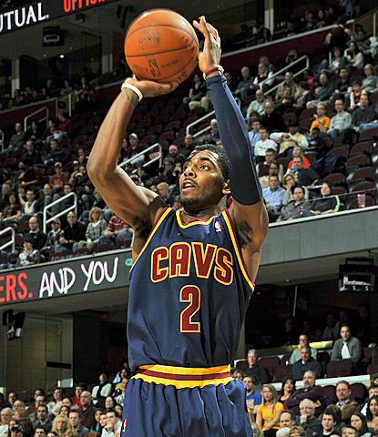 Kyrie Irving continues his great rookie season, scoring 20 points against the Mavericks. (Getty Images)
