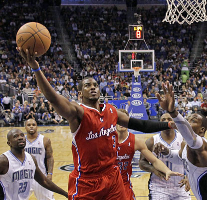 Chris Paul, who provides 29 points, hurts the Magic with 11 coming in the fourth quarter and overtime. (AP)