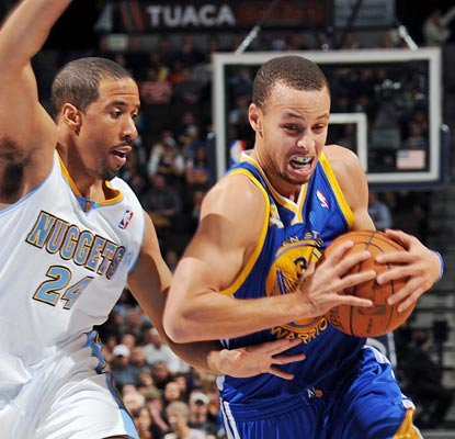 Stephen Curry notches a season-best 36 points to go with seven rebounds and seven assists.  (Getty Images)