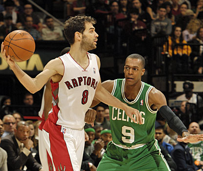 Jose Calderon comes up with a good outing for Toronto, scoring 17 and collecting 14 assists. (Getty Images)