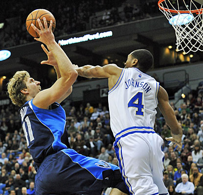 Dirk Nowitzki scores his season-best 33 points for Dallas, including 4 of 7 from 3-point range. (AP)