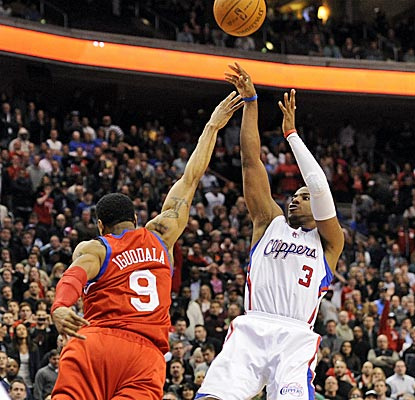 Chris Paul saves an ugly final possession by hitting the game-winning jumper.  (Getty Images)