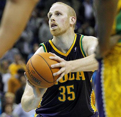 Chris Kaman steps up for the Hornets in just his seventh start of the season and finishes with 27 points and 13 rebounds. (AP)
