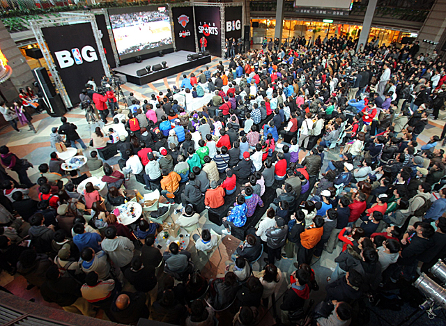 As Asian TV adds Knicks games to the slate, a viewing party was held in Taiwan for Knicks-Lakers. (NBA)