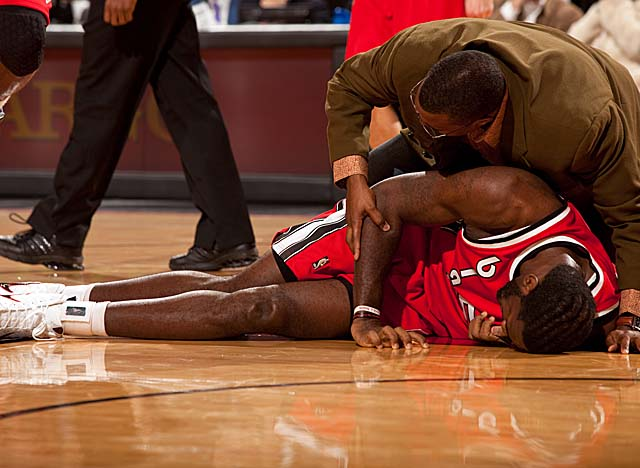 Oden fractured his kneecap in Dec. 9, 2009, resulting in the second of several surgeries. (Getty Images)