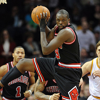 Luol Deng scores a season-high 24 points in the Bulls' fifth consecutive victory. (US Presswire)