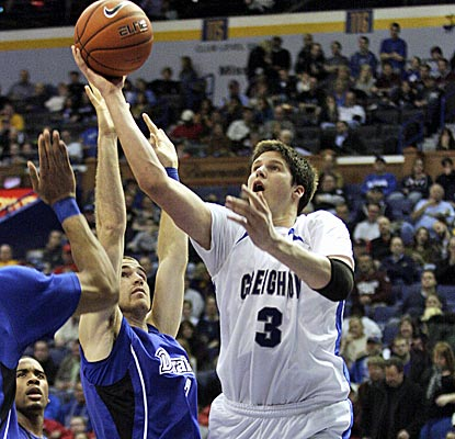 Doug McDermott shakes off a rough start to finish with 26 points, leading Creighton into the Missouri Valley semis.  (AP)