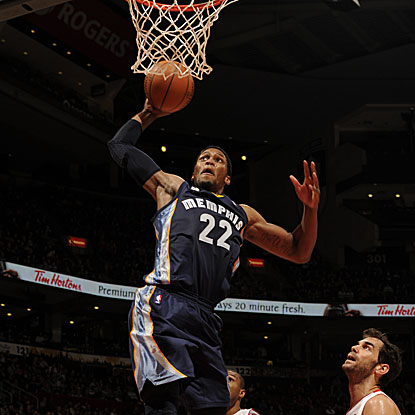 Rudy Gay posts game highs with 23 points and 12 rebounds in the Grizzlies' win.  (Getty Images)