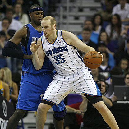 The Hornets' Chris Kaman scores 20 points and grabs 13 rebounds in their win against the Mavericks.  (US Presswire)