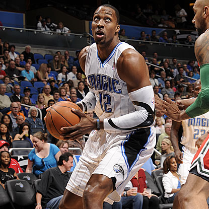 Dwight Howard posts game highs with 28 points and 14 rebounds in the Magic's victory.  (Getty Images)