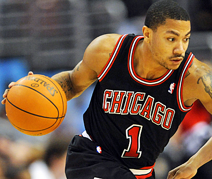Derrick Rose helps the Bulls keep the NBA's best record with 35 points and and eight assists. (US Presswire)