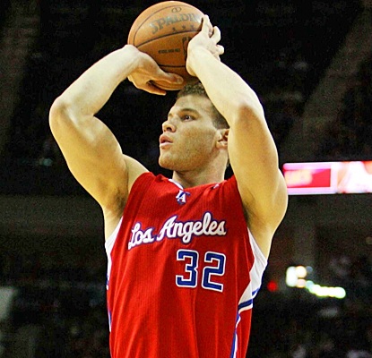 Blake Griffin scores 14 points with 11 rebounds for his 10th double-double in his last 15 games. (US Presswire)