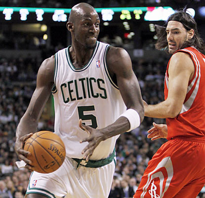 Kevin Garnett grabs 13 boards and moves up to 12th on the NBA's career list.  (US Presswire)