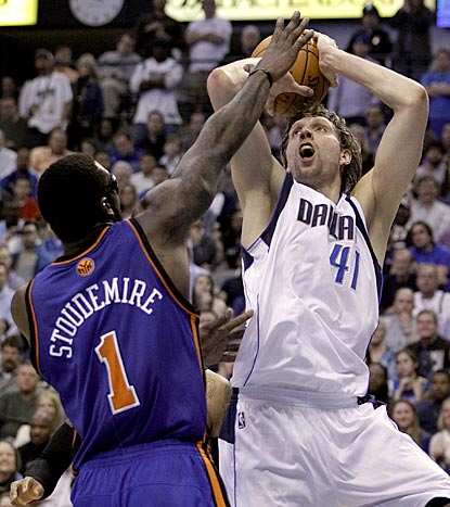 Dirk Nowitzki heats up late in the fourth quarter to propel the Mavericks past Amar'e Stoudemire and the Knicks.  (AP)