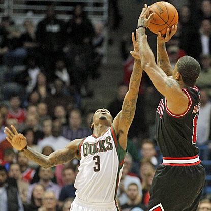 Derrick Rose shoots over the Bucks' Brandon Jennings, connecting for the game-winning shot at the buzzer. (AP)