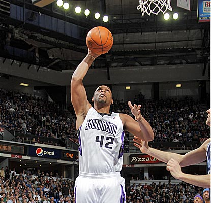 Sacramento's Chuck Hayes plays quality minutes off the bench in the Kings' victory.  (Getty Images)