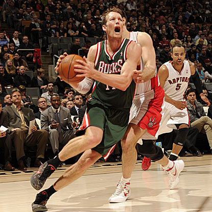 The Bucks' Mike Dunleavy scores 19 points, including the go-ahead 3-pointer in the fourth quarter.  (Getty Images)