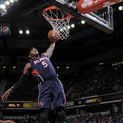 Josh Smith scores 19 second-half points to lead the Hawks over the Kings.  (Getty Images)