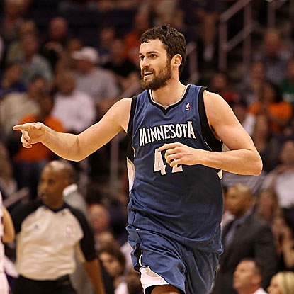 Kevin Love erupts for 13 of his game-high 30 points in the fourth quarter to carry the Timberwolves past the Suns.  (Getty Images)