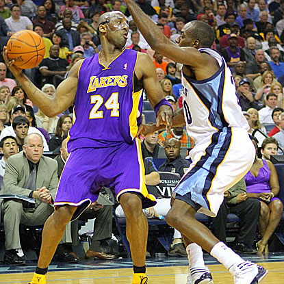 Kobe Bryant scores 22 of his 34 points in the second half to help the Lakers to a double-OT victory against the Grizzlies.  (US Presswire)