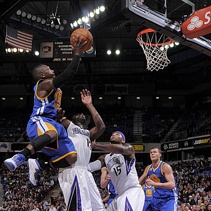 Nate Robinson (left) is one of three Warriors to score a team-high 17 points in their win against the Kings.  (Getty Images)