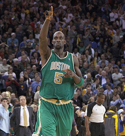 Kevin Garnett reacts after connecting on his winning 19-foot shot. He scores 12 points in the fourth quarter.  (US Presswire)