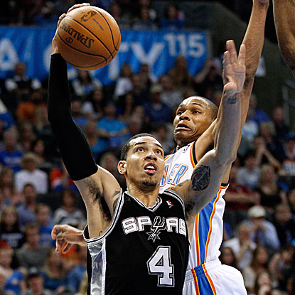 Danny Green's steal and subsequent basket late in the game seals the win for the Spurs over the Thunder.  (AP)