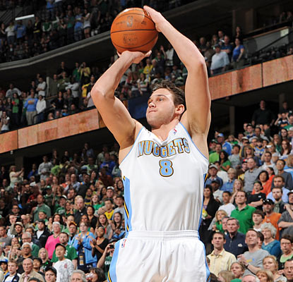 Danilo Gallinari leads the Nuggets in scoring with 20 points -- 15 coming in the first half.  (Getty Images)