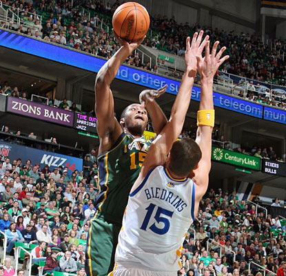 Derrick Favors fills in for the absent Al Jefferson and posts career highs in points (23) and rebounds (17). (Getty Images)